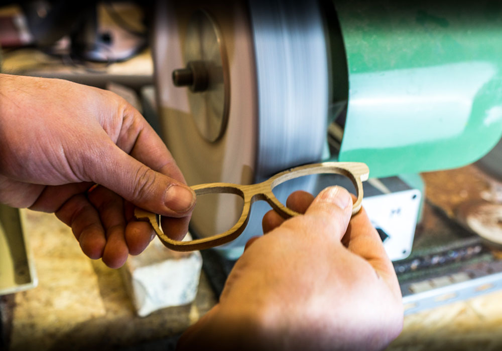 Découvrez les lunettes sur mesure fabriquées à la main dans nos ateliers